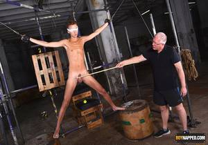 Jay McDally – A Slim & Hung New Twink Arrival Part 1